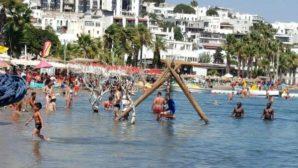 Bakan Koca'dan tatilcilere uyarı: Birinci dalga sahillere indi